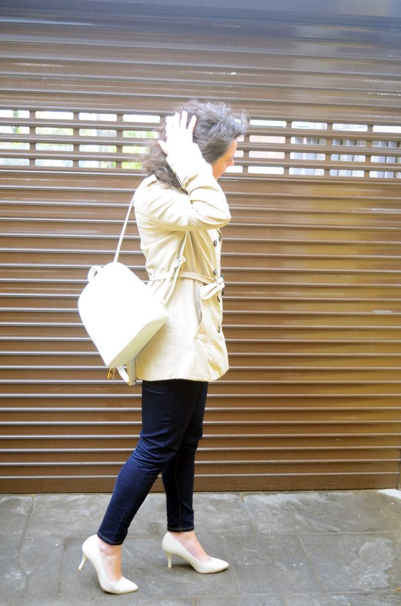 Blusa de rayas y trench_Outfit_mivestidoazul (4)