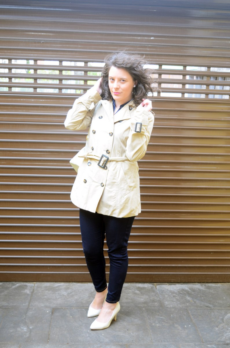 Blusa de rayas y trench_Outfit_mivestidoazul (5)