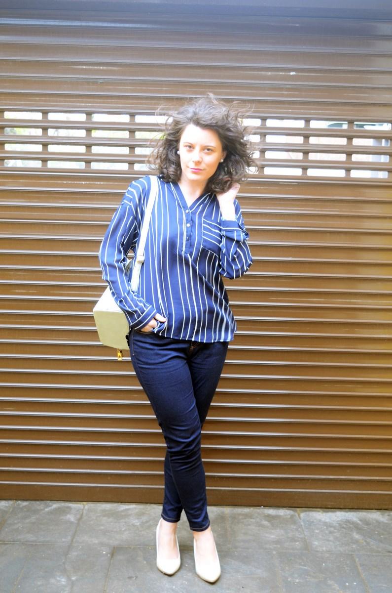 Blusa de rayas y trench_Outfit_mivestidoazul (6)