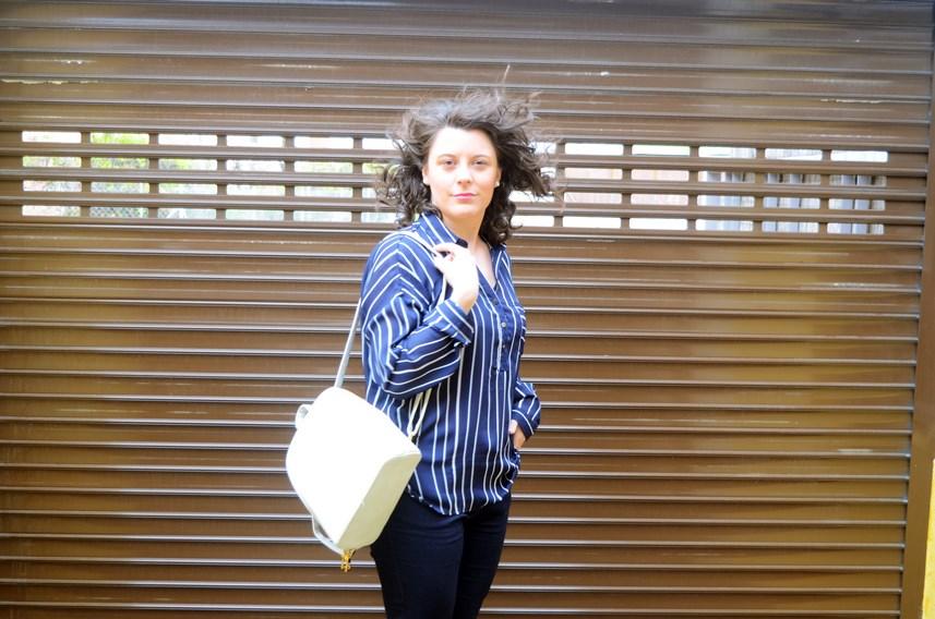 Blusa de rayas y trench_Outfit_mivestidoazul (7)