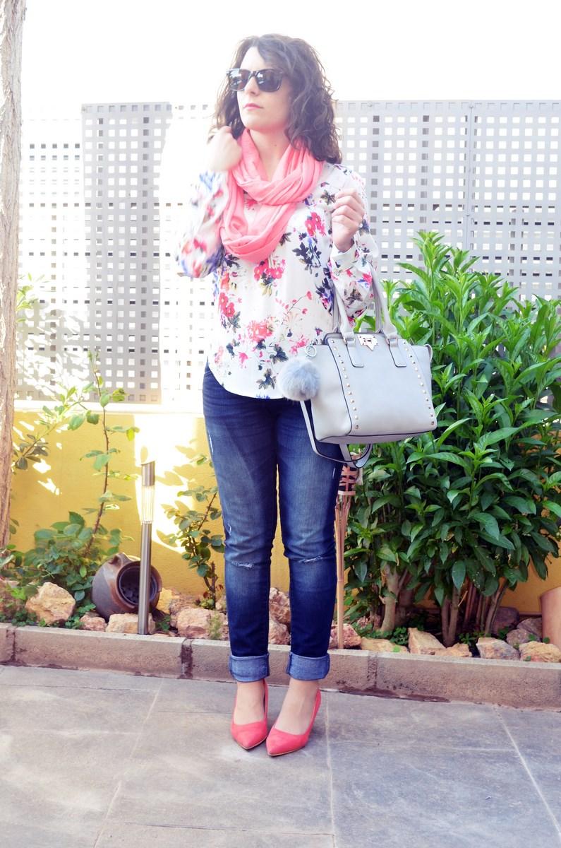 Bolso gris con tachuelas_outfit_mivestidoazul (1)