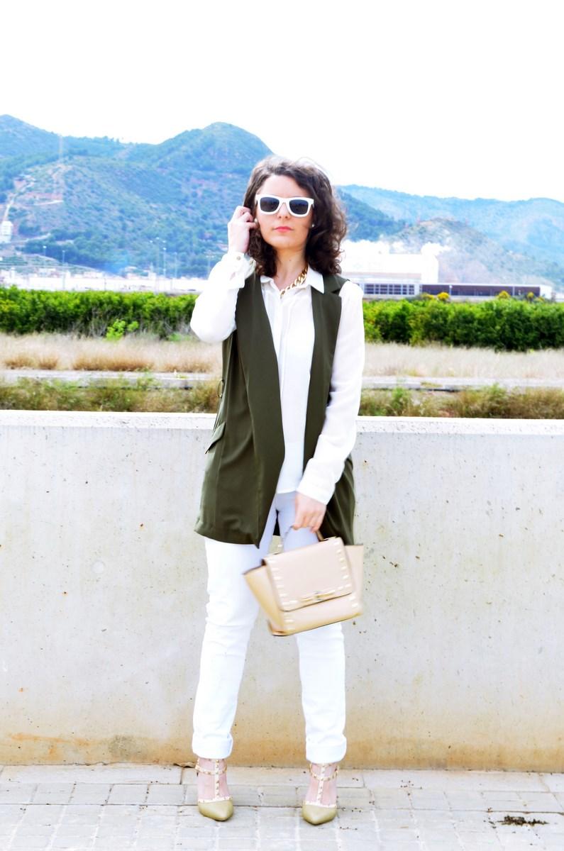 Blanco y caqui_Outfit_Mivestidoazul (1)