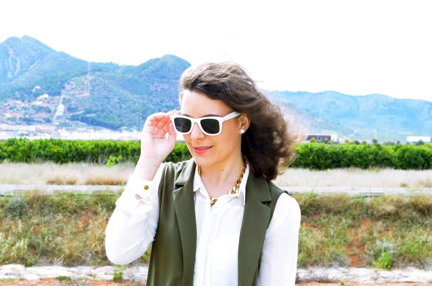 Blanco y caqui_Outfit_Mivestidoazul (11)