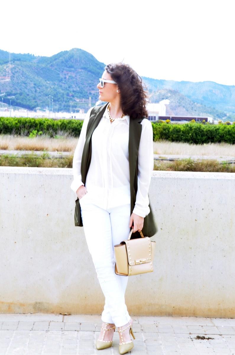 Blanco y caqui_Outfit_Mivestidoazul (7)