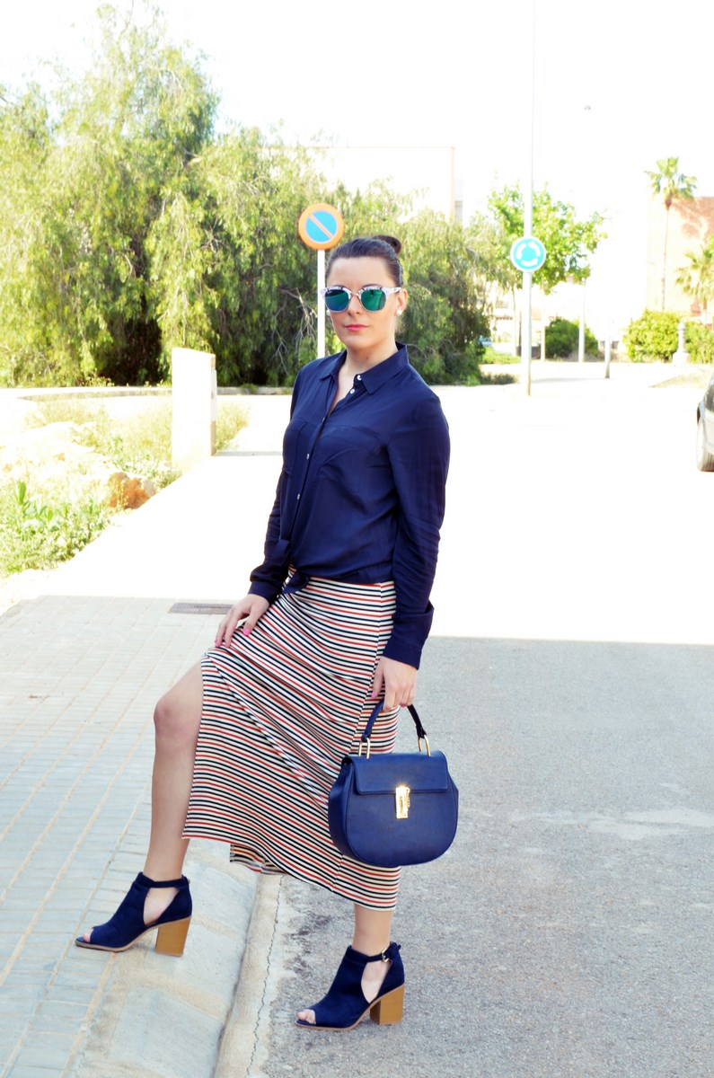 Maxifalda_rayas_y_azul_marino_Outfits_mivestidoazul (1)