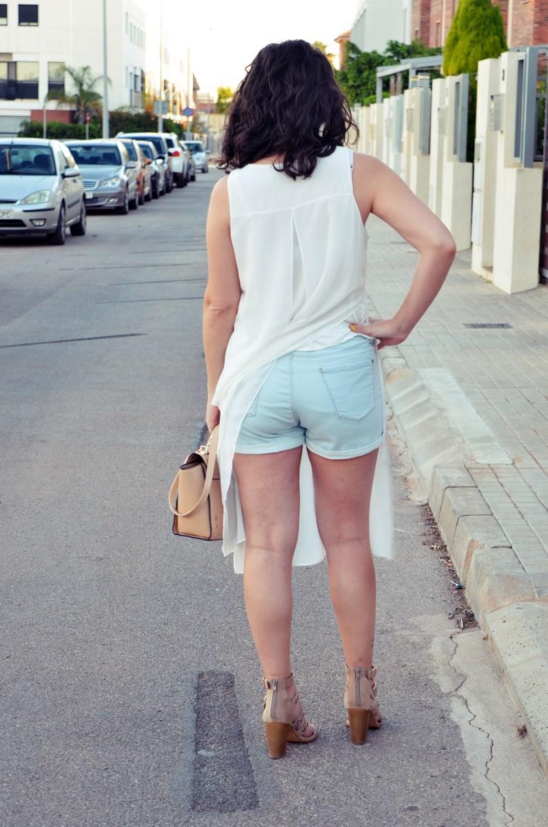 Blusa larga y shorts Outfit Mi vestidoazul Fashion blogger Friendsfluencers (8)