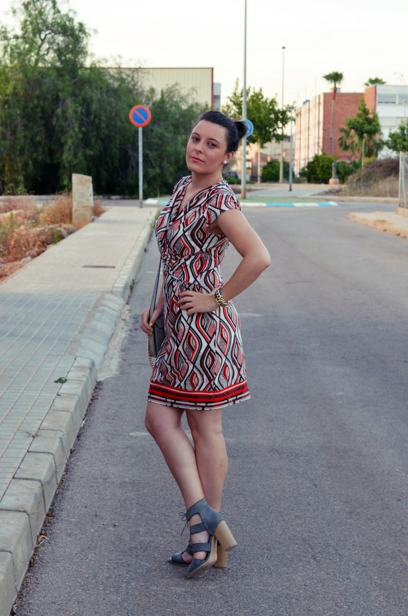 Look_Vestido estampado y complementos en gris_mivestidoazul (6)