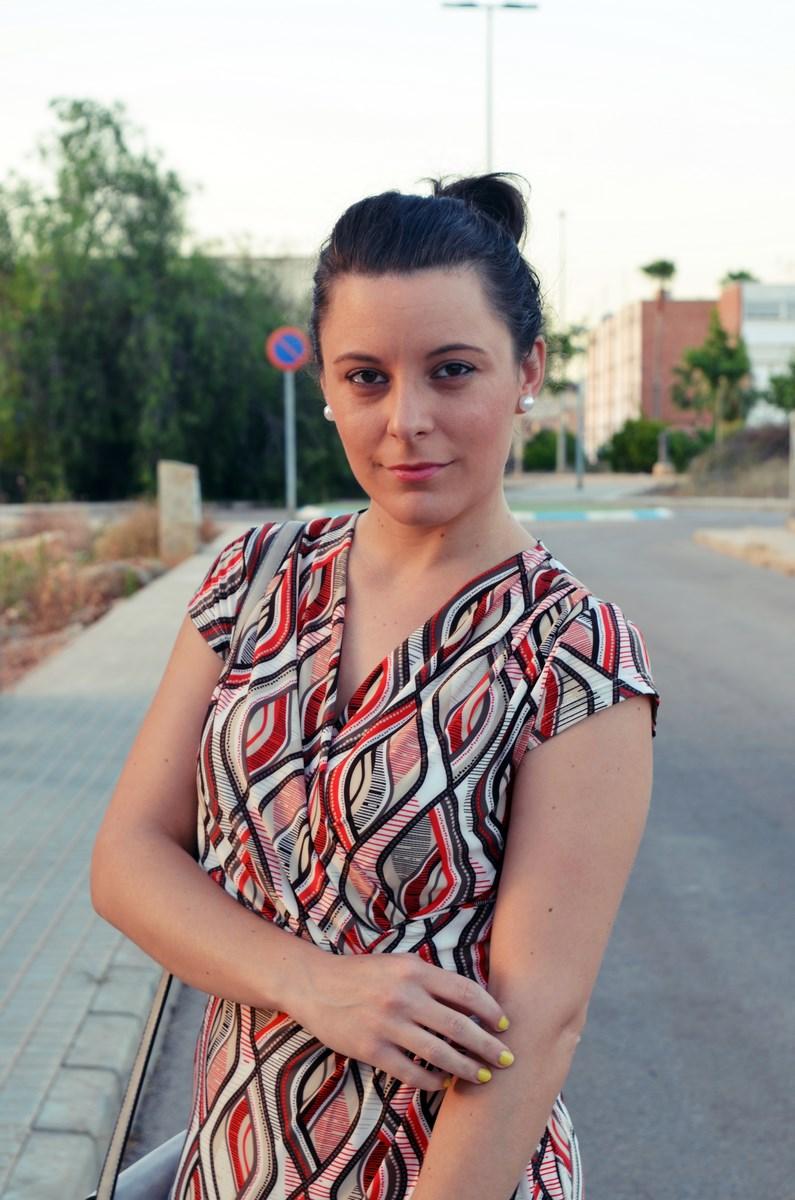 Look_Vestido estampado y complementos en gris_mivestidoazul (9)