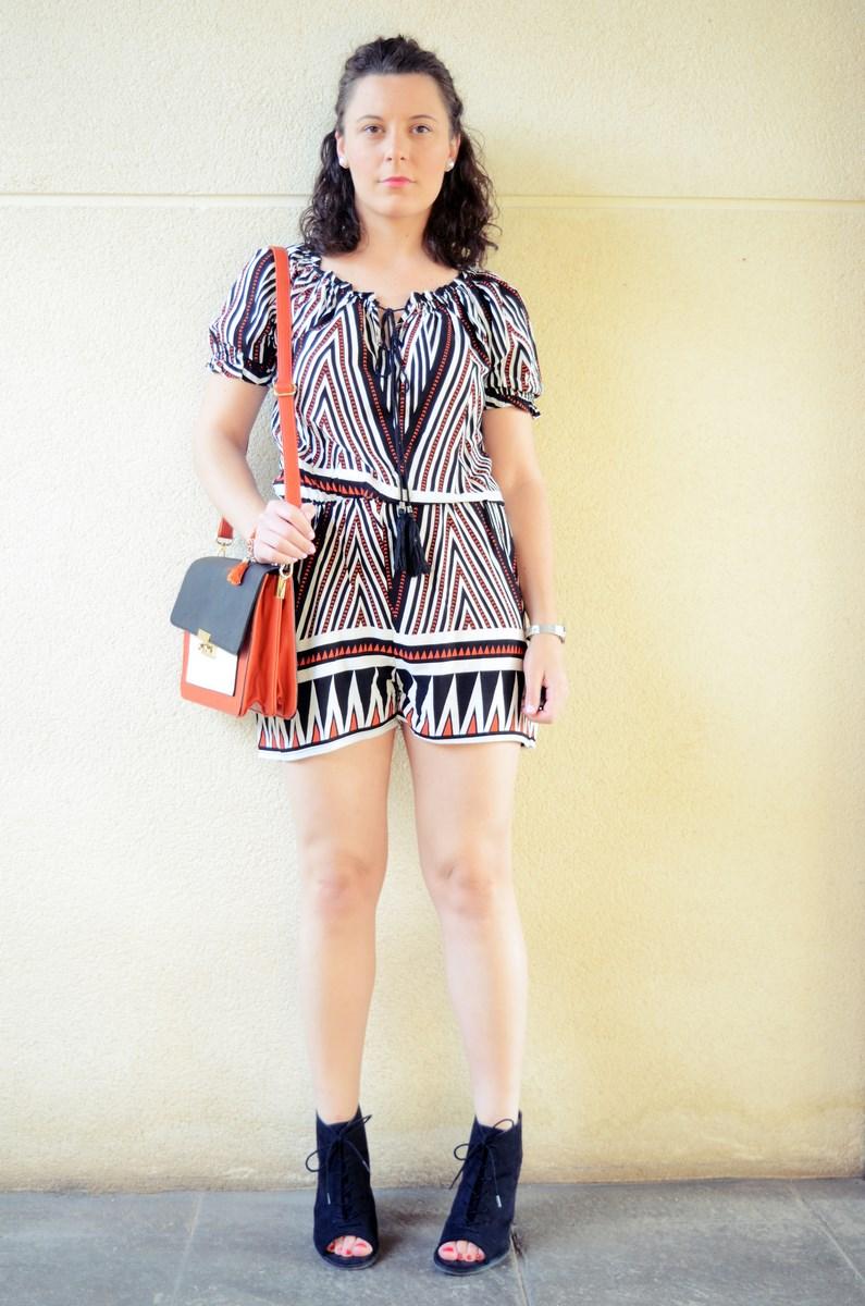 Mono corto_naranja, blanco y negro _outfit_mivestidoazul (2)