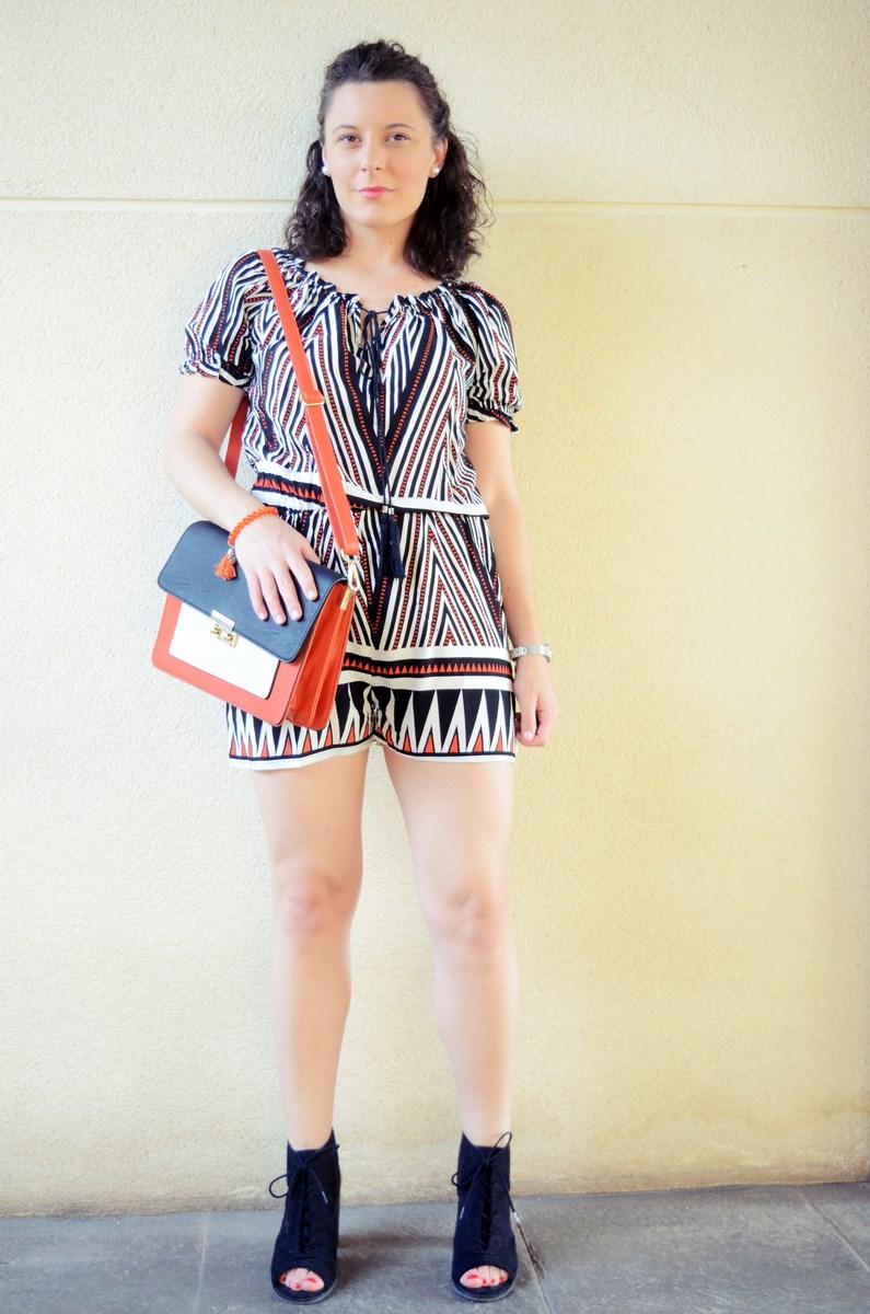 Mono corto_naranja, blanco y negro _outfit_mivestidoazul (7)