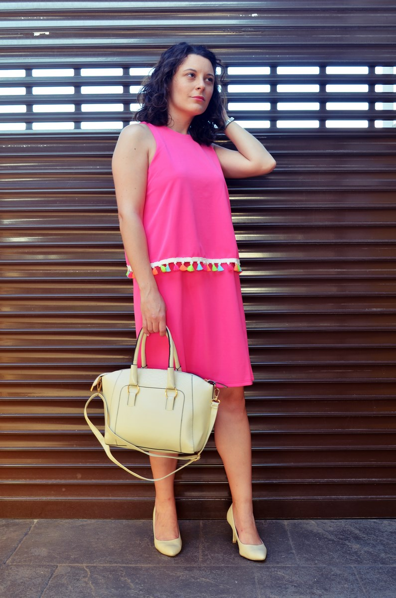 Vestido fucsia con borlas de colores_Outfit_Mivestidoazul (1)