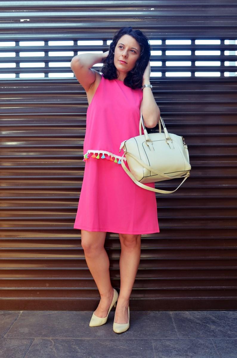 Vestido fucsia con borlas de colores_Outfit_Mivestidoazul (3)