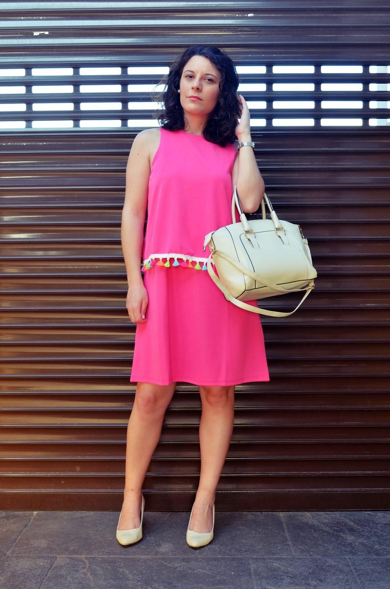 Vestido fucsia con borlas de colores_Outfit_Mivestidoazul (4)