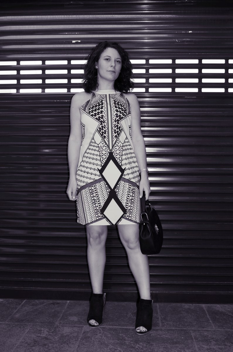 Vestido geométrico escote halter_outfits_fashionblog_mivestidoazul (1)