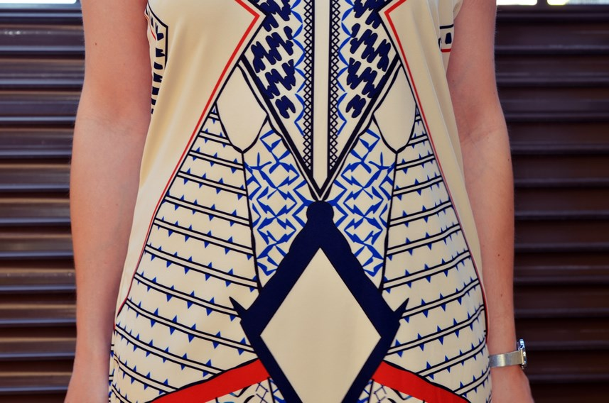 Vestido geométrico escote halter_outfits_fashionblog_mivestidoazul (12)