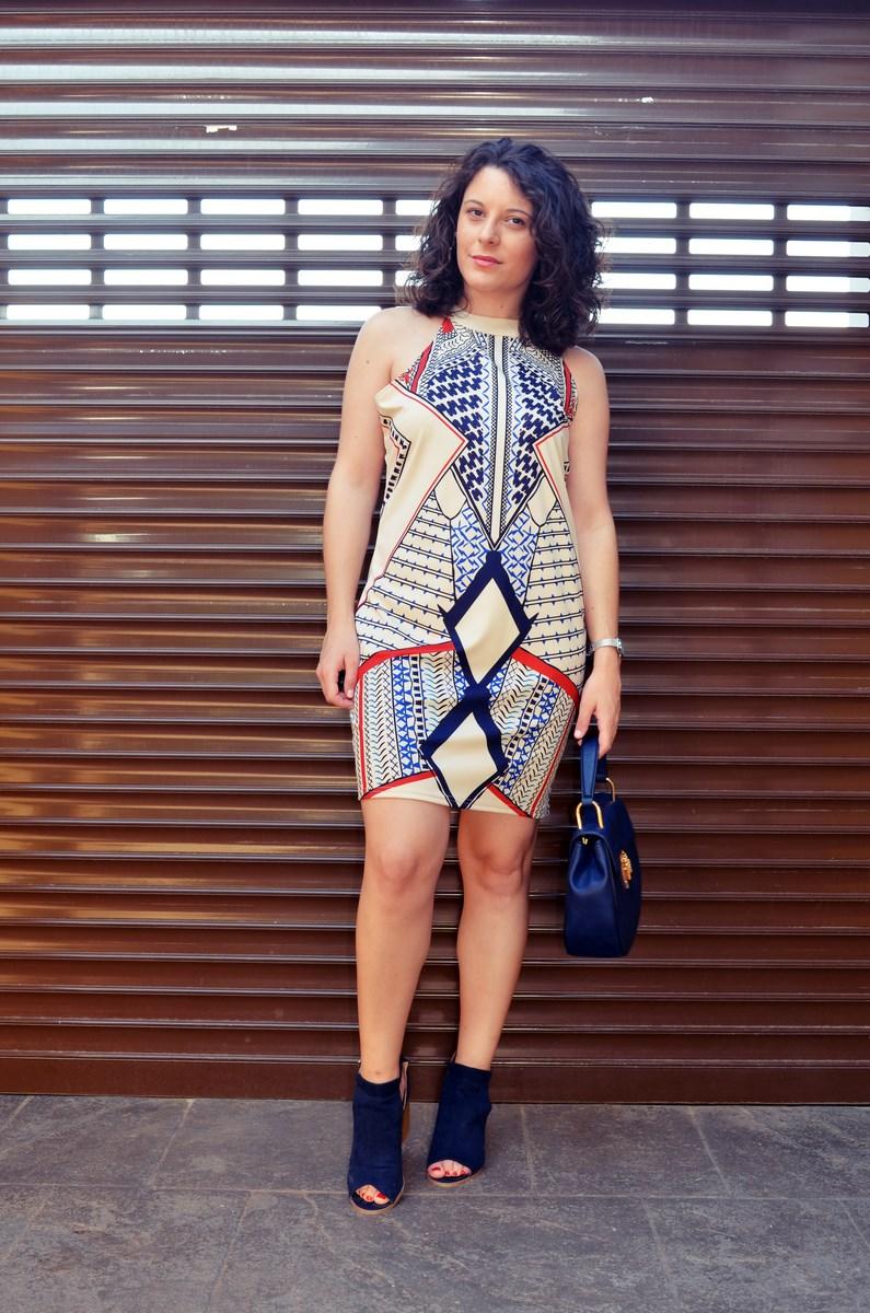 Vestido geométrico escote halter_outfits_fashionblog_mivestidoazul (8)