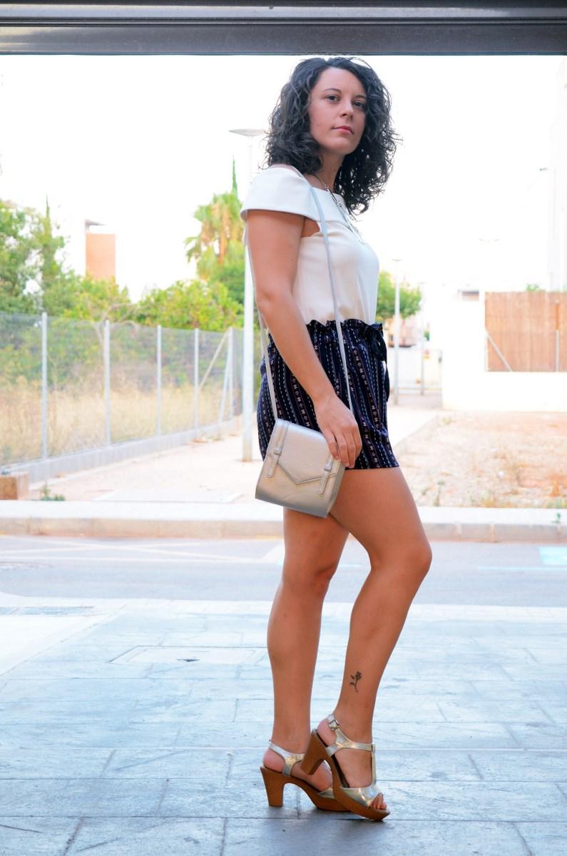 Shorts estampado y top bardot look outfit mivestidoazul.com streetstyle friendsfluencers (7)