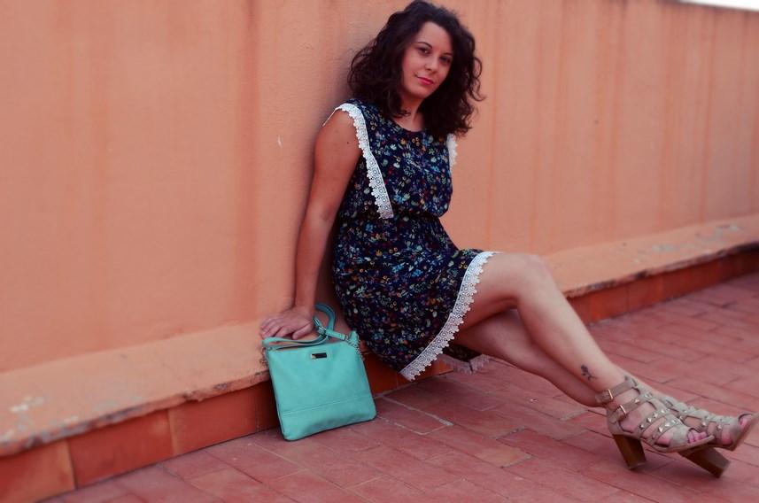 Vestido de flores con crochet look outfit streetstyle friendsfluencers mivestidoazul (15)