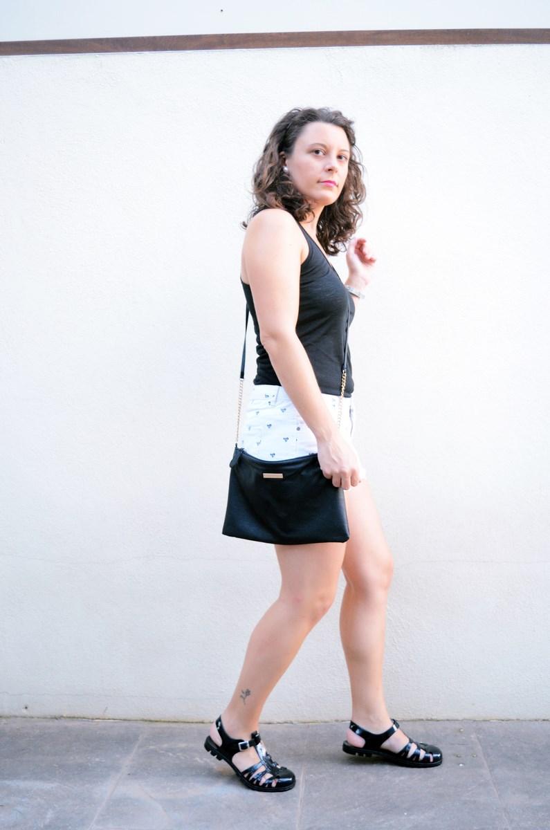 Shorts corazones_moda_streetstyle_look_fashionblogger_friendsfluencers_bloggercastellon_influencer_mivestidoazul (9)