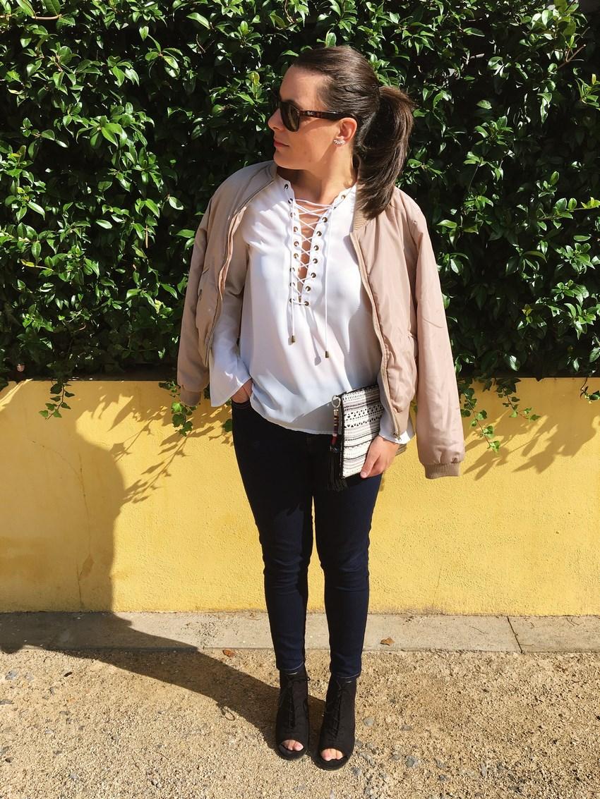 look_bomber_y_ccamiseta_cordones_streetstyle_fashionblogger_blogdemoda_castellon_mivestidoazul-3