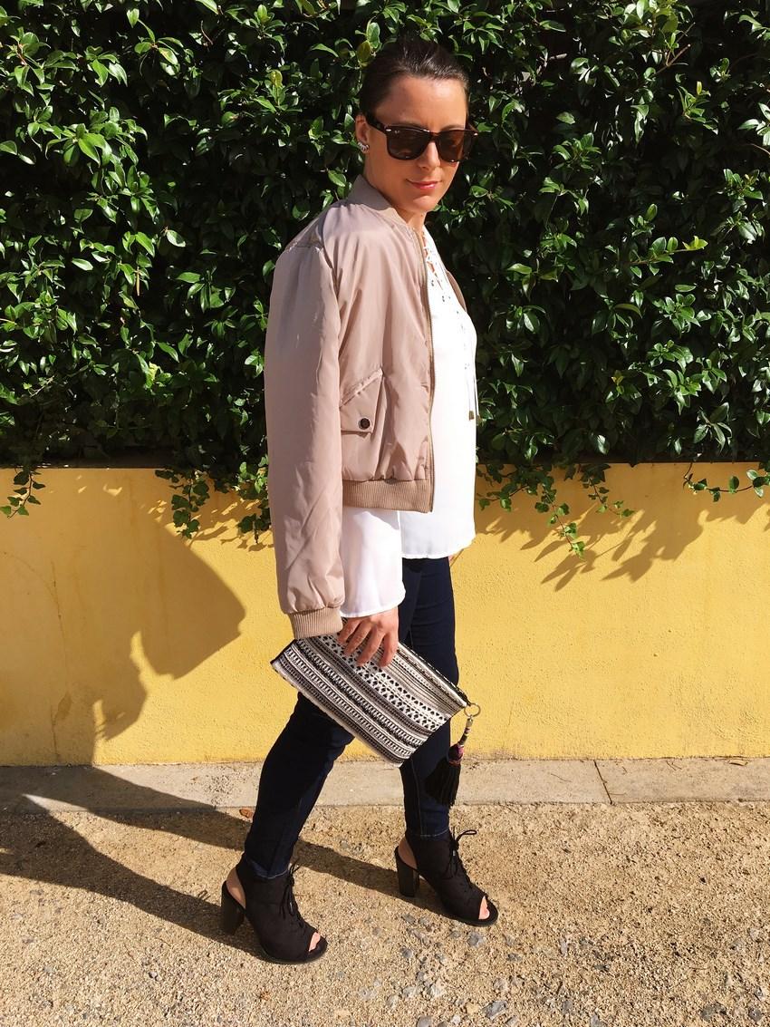 look_bomber_y_ccamiseta_cordones_streetstyle_fashionblogger_blogdemoda_castellon_mivestidoazul-4