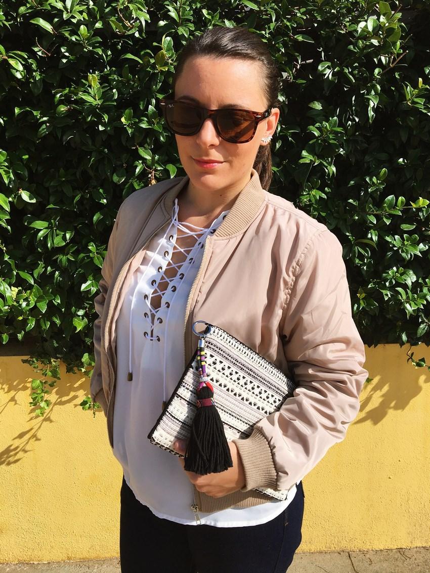 look_bomber_y_ccamiseta_cordones_streetstyle_fashionblogger_blogdemoda_castellon_mivestidoazul-6