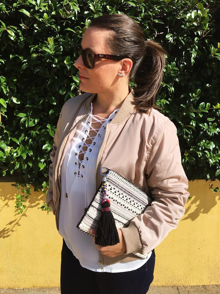 look_bomber_y_ccamiseta_cordones_streetstyle_fashionblogger_blogdemoda_castellon_mivestidoazul-7
