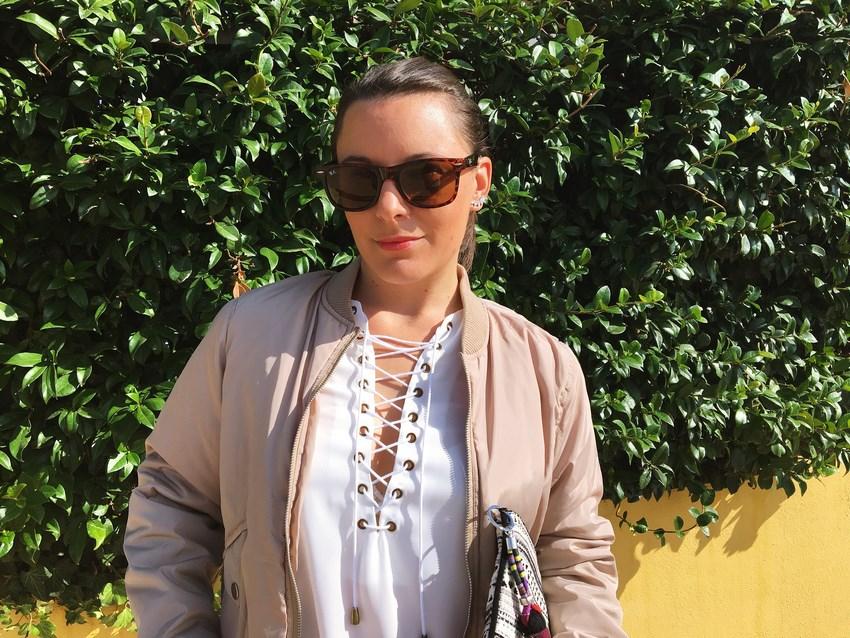 look_bomber_y_ccamiseta_cordones_streetstyle_fashionblogger_blogdemoda_castellon_mivestidoazul-8