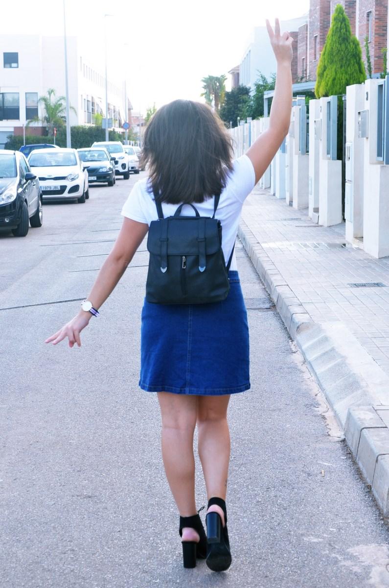 look_falda_denim_abotonada_streetstyle_mivestidoazul-10