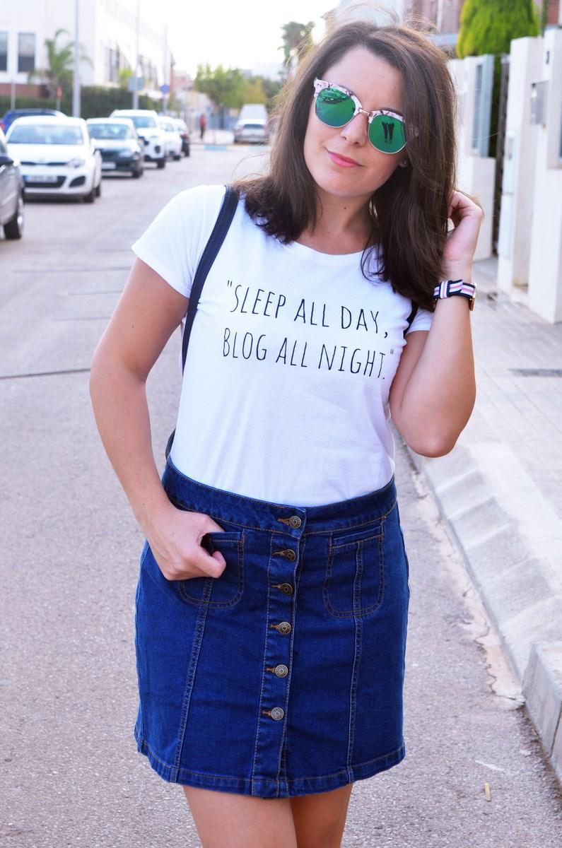 look_falda_denim_abotonada_streetstyle_mivestidoazul-13