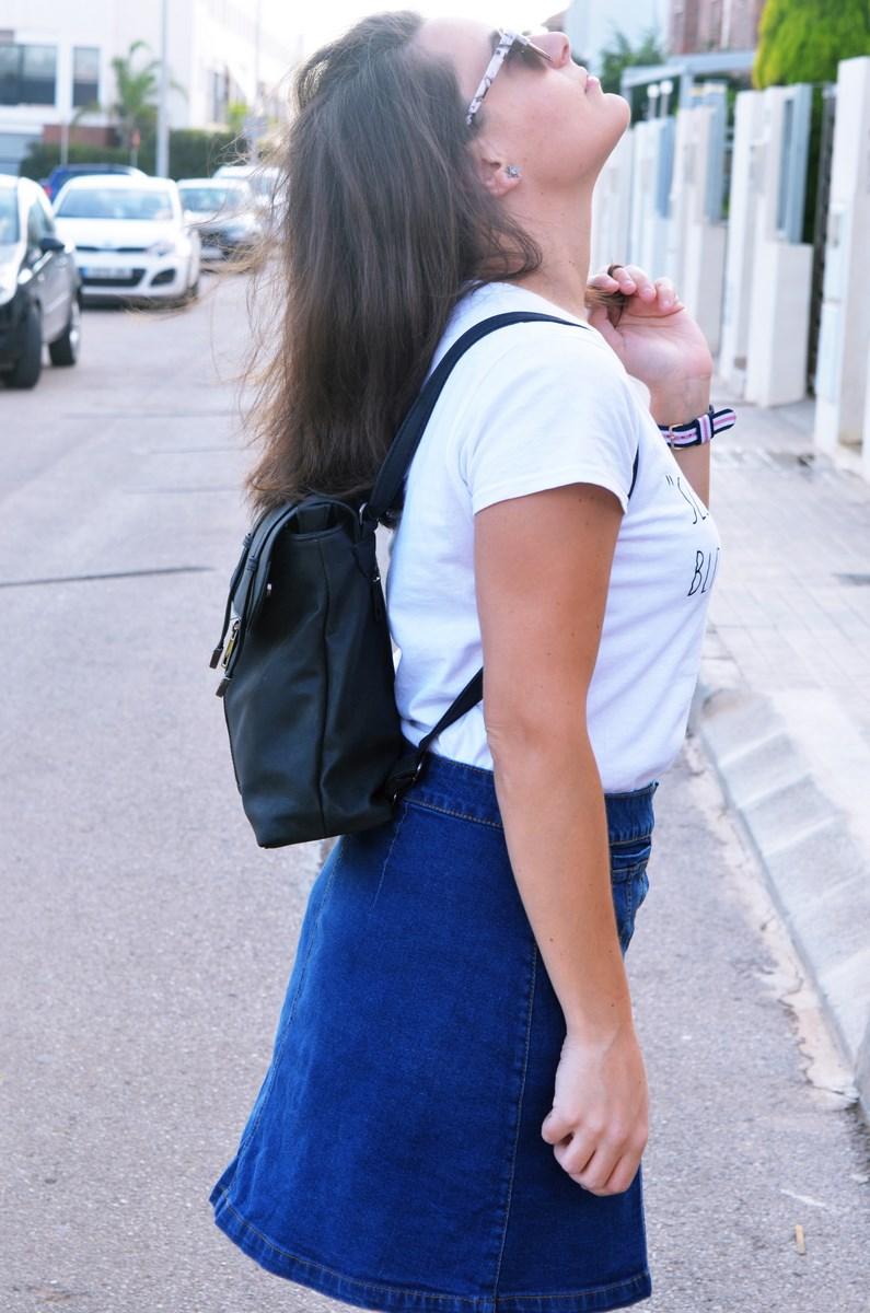 look_falda_denim_abotonada_streetstyle_mivestidoazul-14