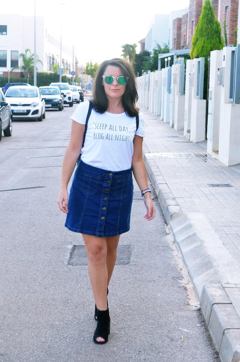 look_falda_denim_abotonada_streetstyle_mivestidoazul-16