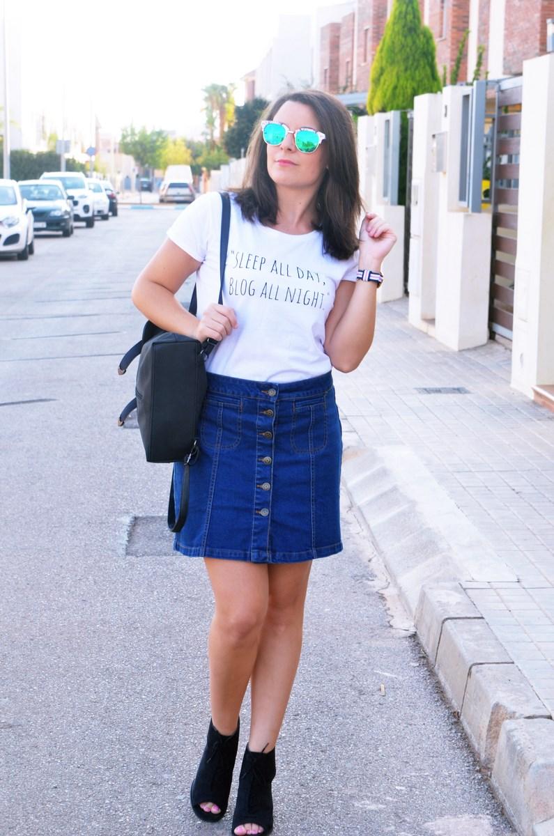 look_falda_denim_abotonada_streetstyle_mivestidoazul-2
