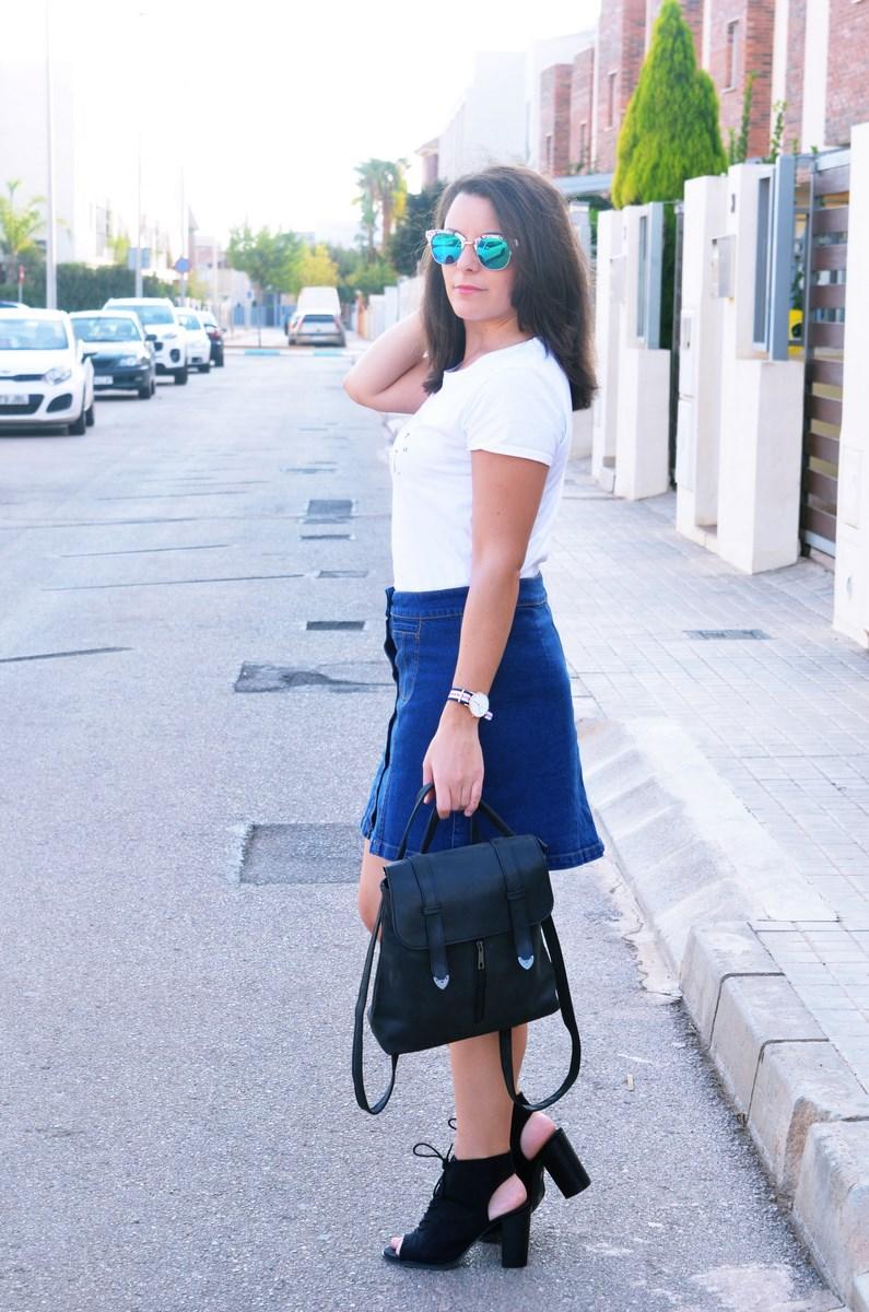 look_falda_denim_abotonada_streetstyle_mivestidoazul-7