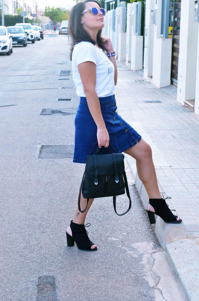 look_falda_denim_abotonada_streetstyle_mivestidoazul-8