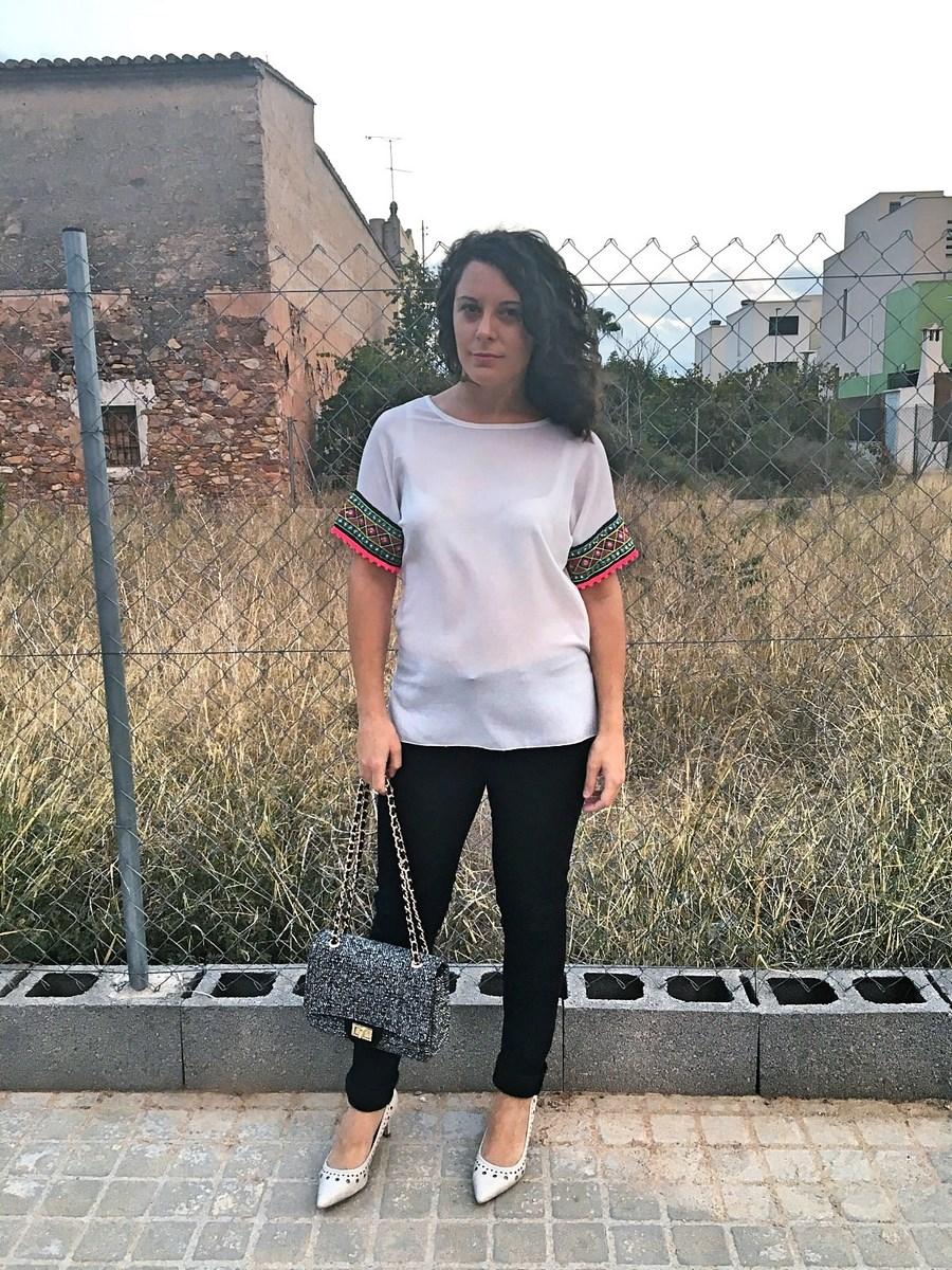 look_camisetadetallemangas_streetstyle_fashionblogger_blogdemoda_castellon_friendsfluencers_influencer_fashionista-1