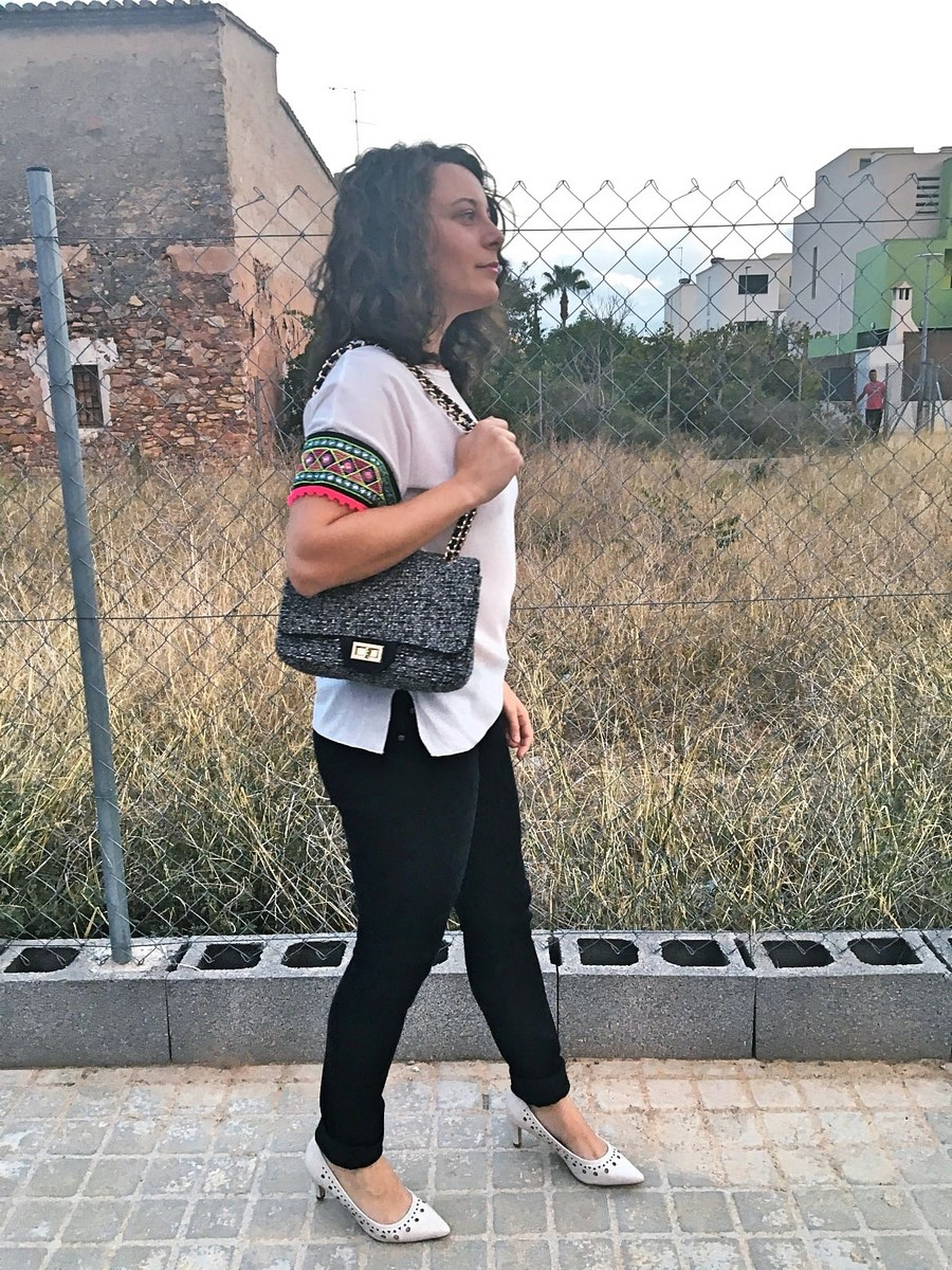 look_camisetadetallemangas_streetstyle_fashionblogger_blogdemoda_castellon_friendsfluencers_influencer_fashionista-3