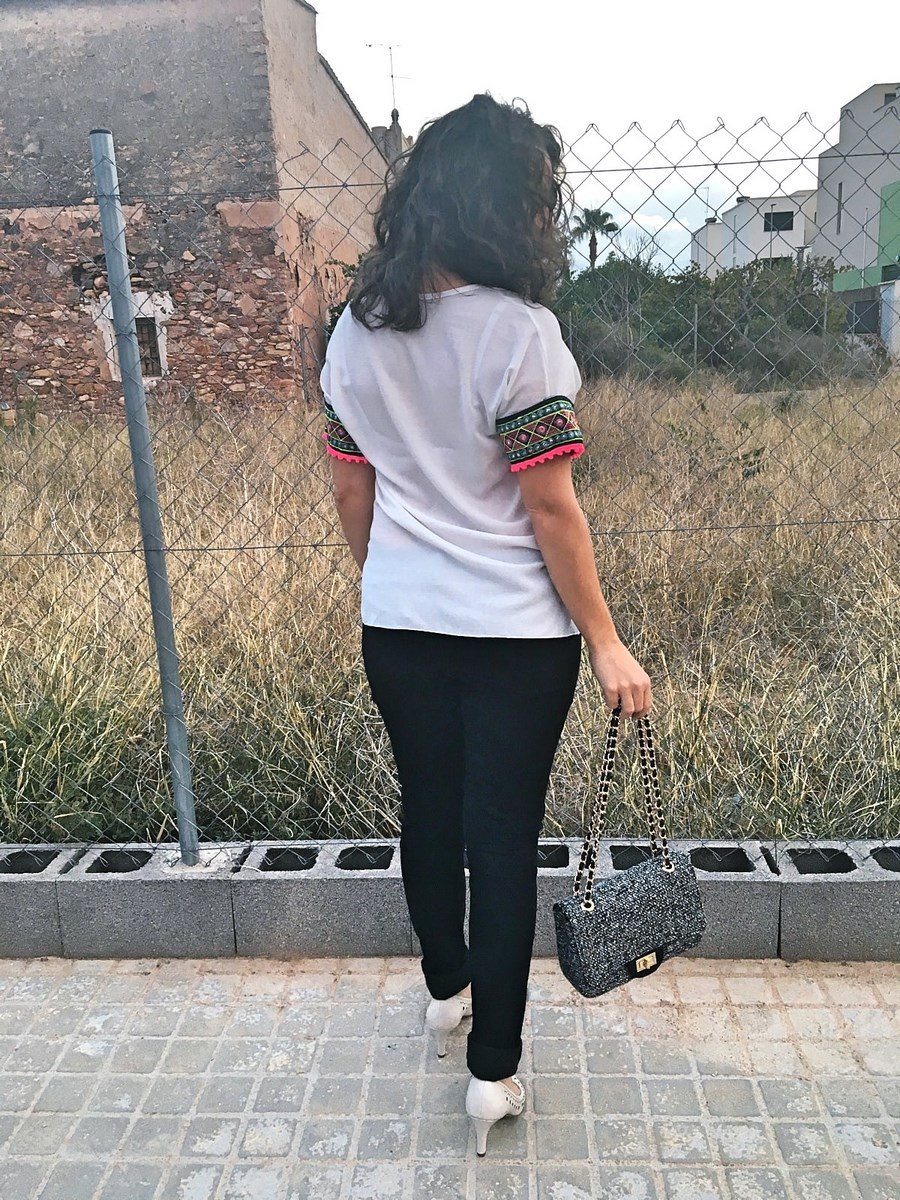 look_camisetadetallemangas_streetstyle_fashionblogger_blogdemoda_castellon_friendsfluencers_influencer_fashionista-4