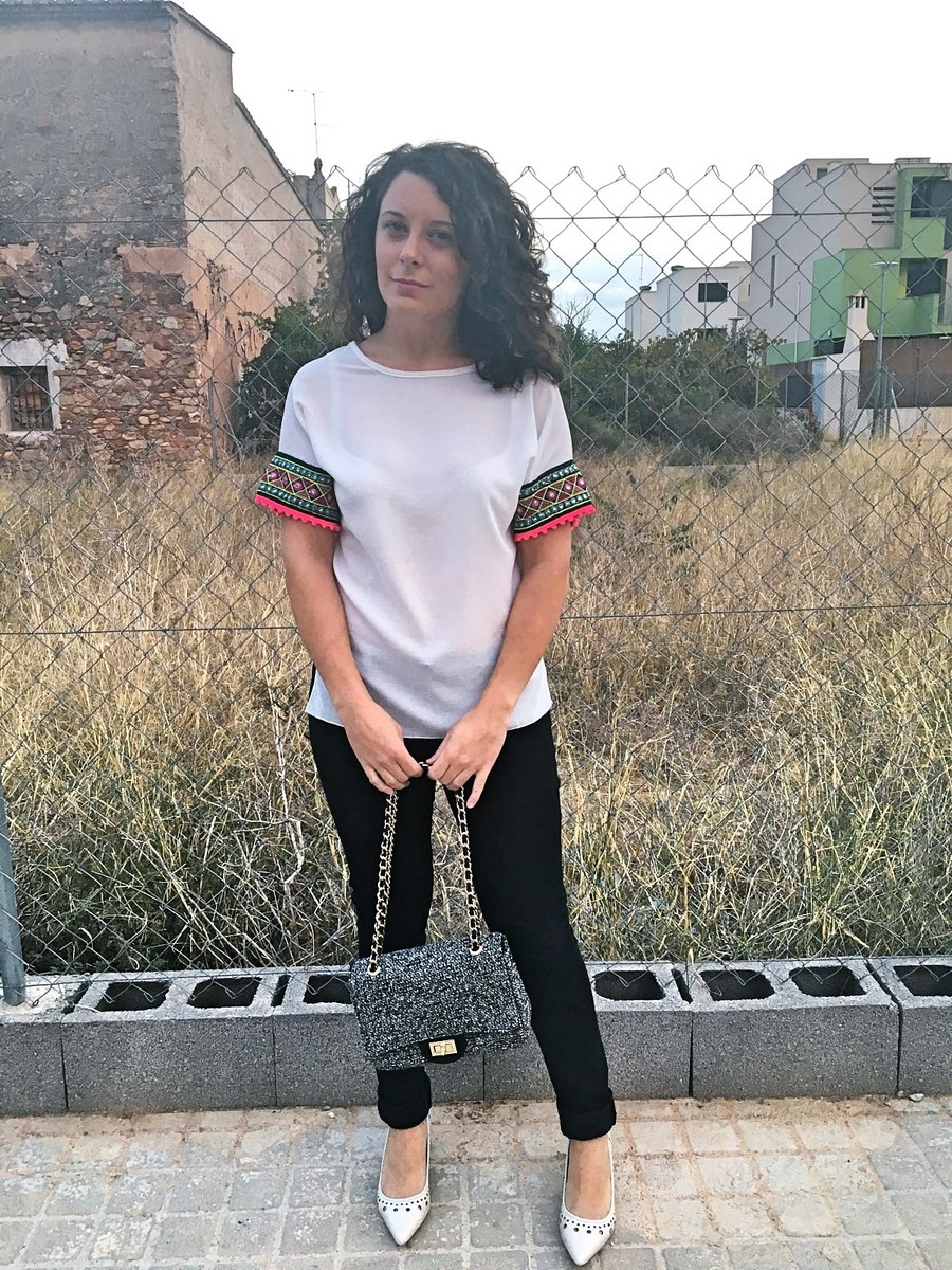 look_camisetadetallemangas_streetstyle_fashionblogger_blogdemoda_castellon_friendsfluencers_influencer_fashionista-5