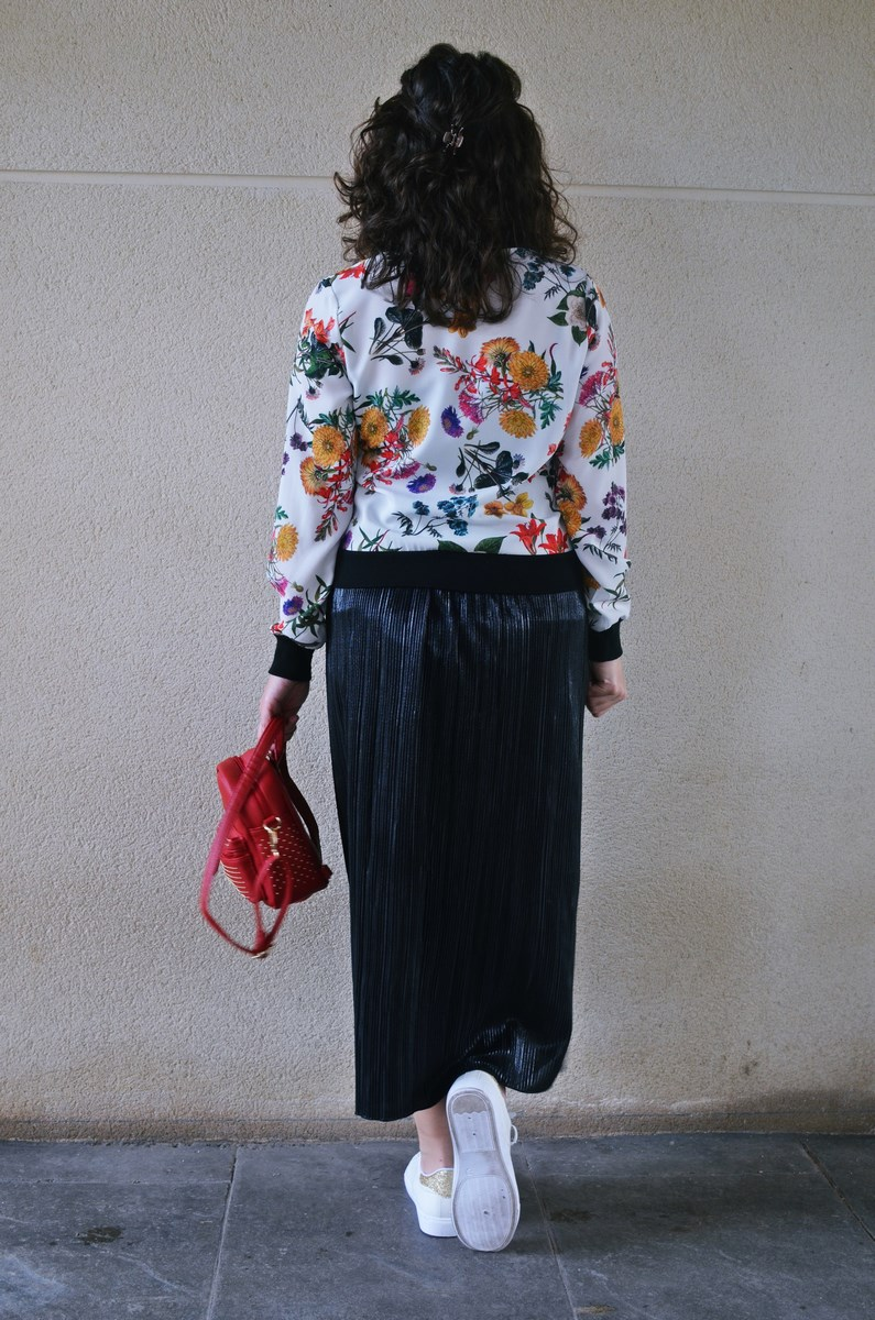 look_bomberconflores_streetstyle_sportychic_fashionblogger_mivestidoazul-13