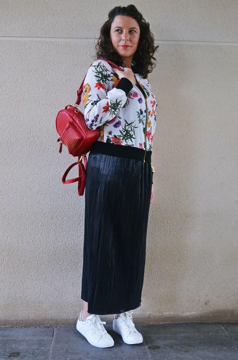look_bomberconflores_streetstyle_sportychic_fashionblogger_mivestidoazul-8