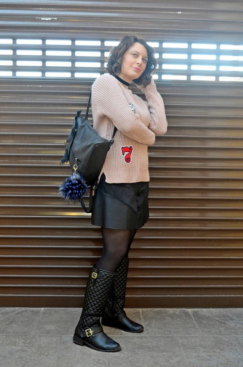 look_faldapolipieljerseyparches_streetstyle_fashionblogger_influencer_blogdemoda_castellon_valencia_mivestidoazul_itgirl-2