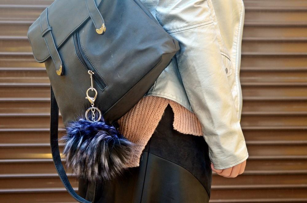 look_faldapolipieljerseyparches_streetstyle_fashionblogger_influencer_blogdemoda_castellon_valencia_mivestidoazul_itgirl-8