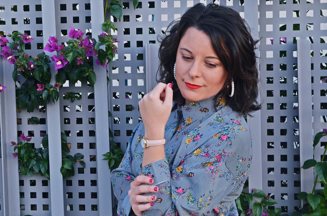 32fdcb3c7 Cómo combinar una blusa de estampado de rayas y flores | Mi Vestido Azul