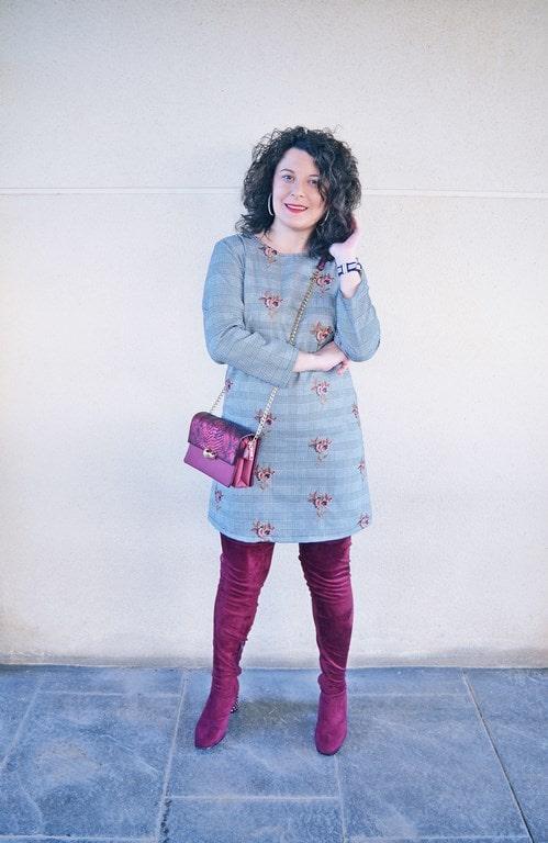 Vestido cuadro de gales con bordados