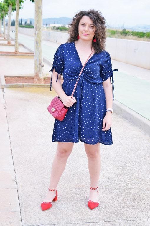 Vestido azul con lunares amarillos